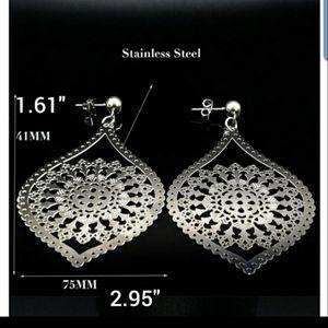 Water drop stud earrings